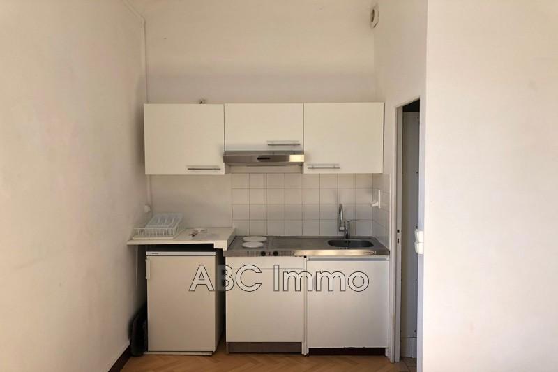Photo Appartement Aix-en-Provence  Location appartement  1 pièce   20m²
