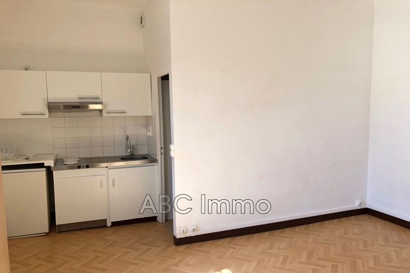Photo Appartement Aix-en-Provence  Location appartement  1 pièce   20 m²