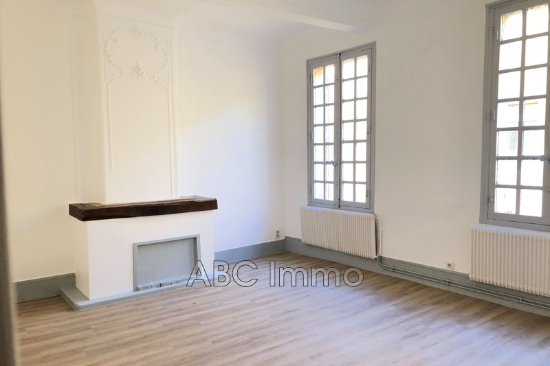 Photo Appartement Aix-en-Provence  Location appartement  2 pièces   44m²