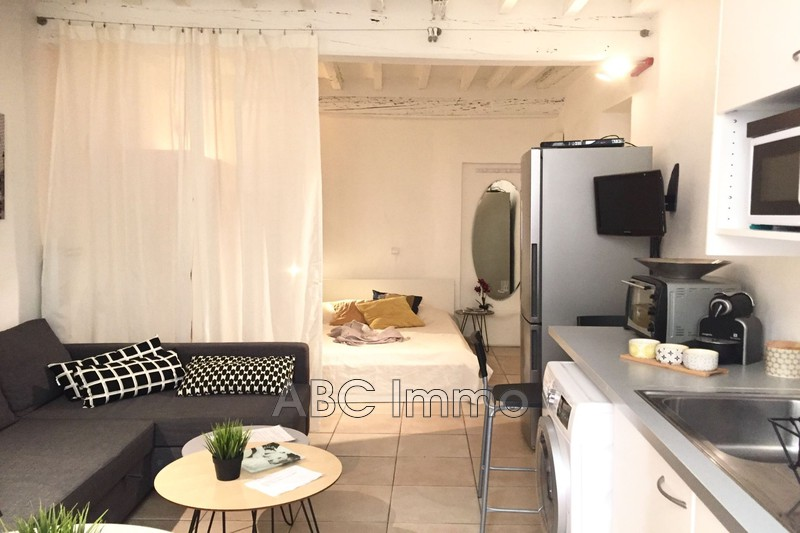 Photo Appartement Aix-en-Provence Centre-ville,  Location appartement  1 pièce   29 m²