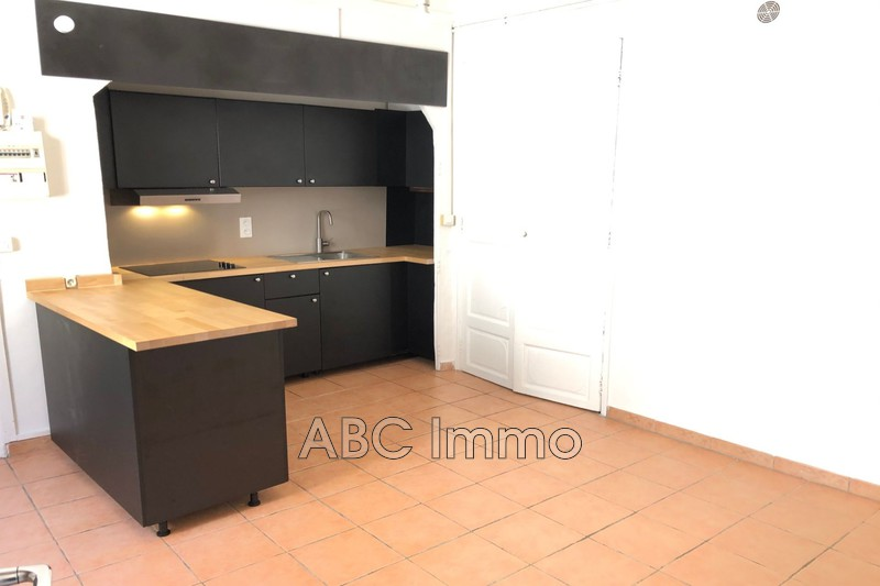 Photo Appartement Aix-en-Provence Centre-ville,  Location appartement  3 pièces   54m²