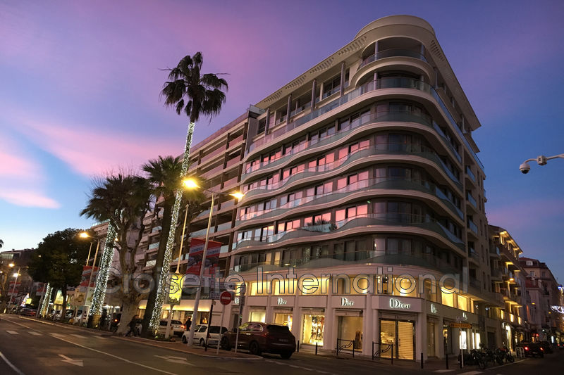 Photo Apartment Cannes Croisette,   to buy apartment  3 rooms   94 m²