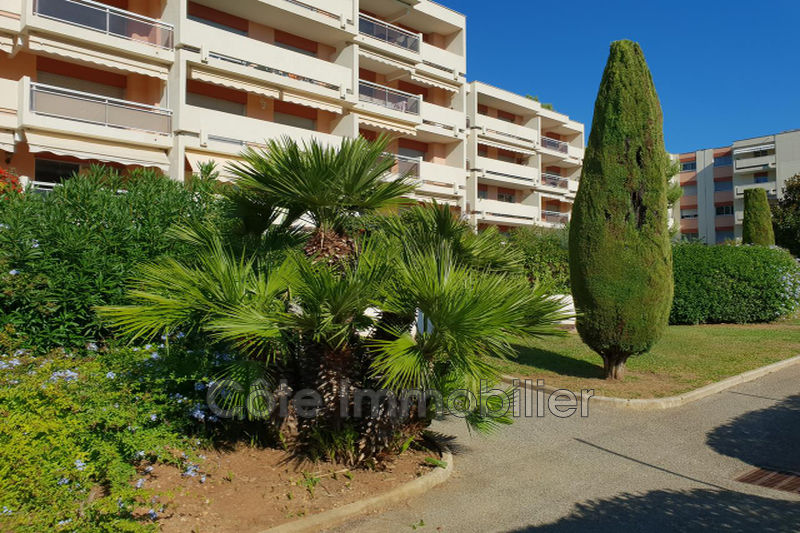 appartement  2 pièces  Antibes Combes  51 m² -