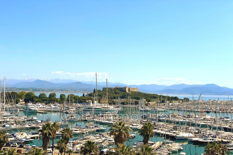 appartement  2 rooms  Antibes Proche plage, vieil antibes  57 m² -