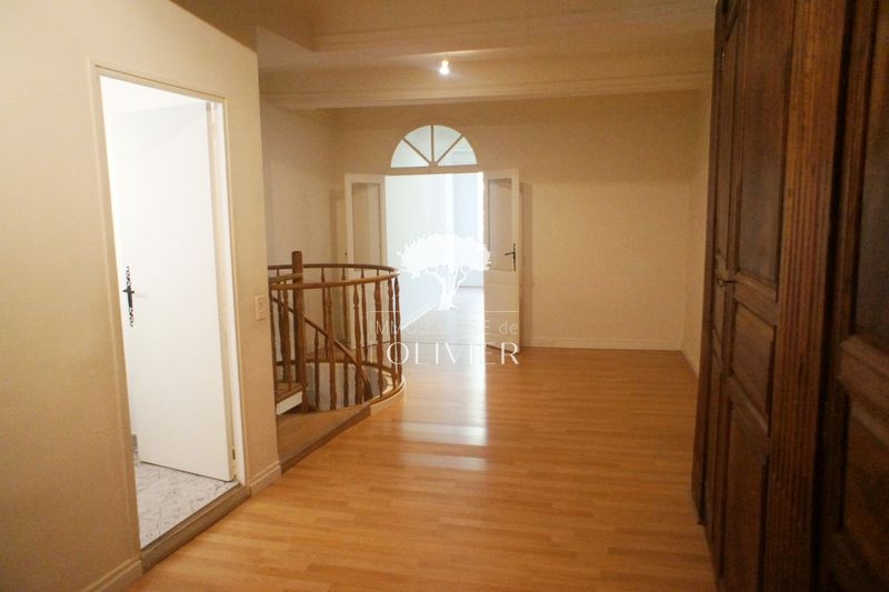 Photo Appartement Apt Proche centre-ville,  Location appartement  2 pièces   96 m²