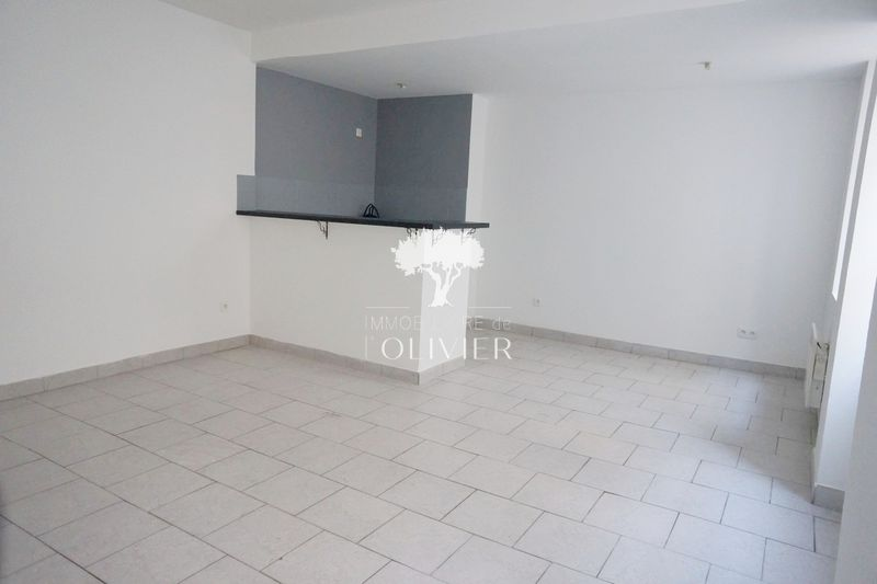 Photo Appartement Apt Apt,  Location appartement  3 pièces   47 m²