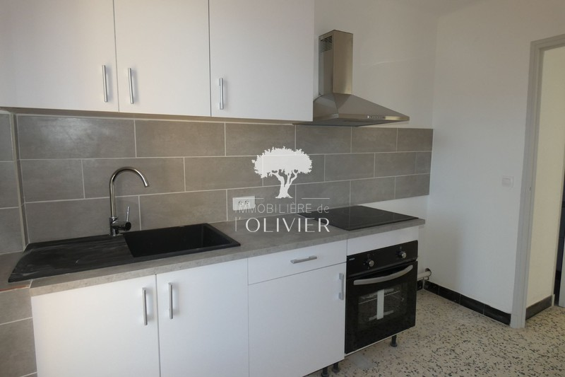 Photo Appartement Apt Luberon des fruits confits,  Location appartement  4 pièces   75 m²