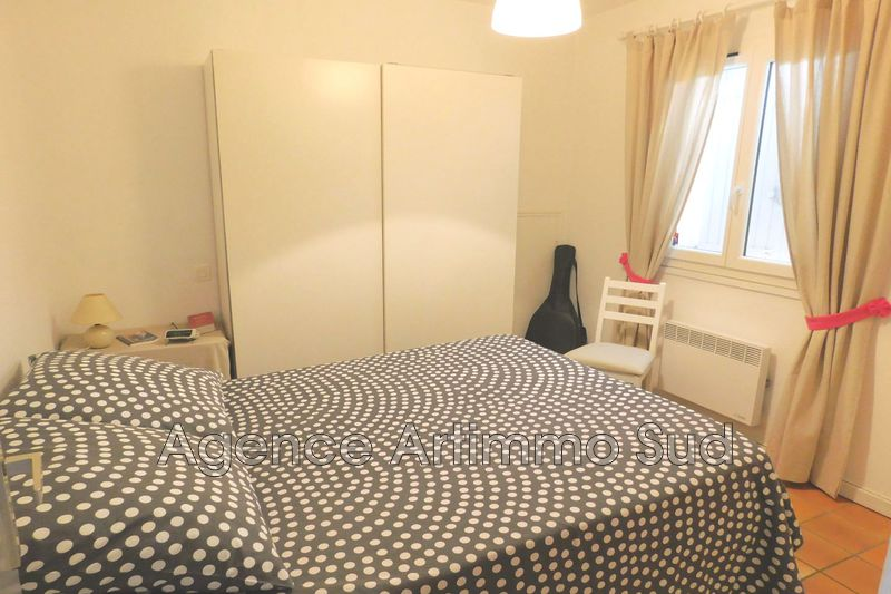 Photo Appartement Aureille  Location appartement  3 pièces   45 m²
