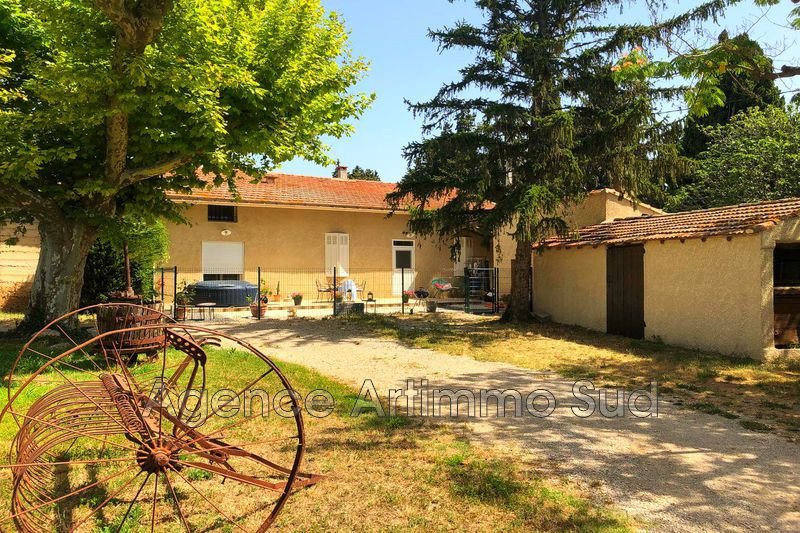 Photo n°1 - Location maison de campagne Aureille 13930 - 1 100 €