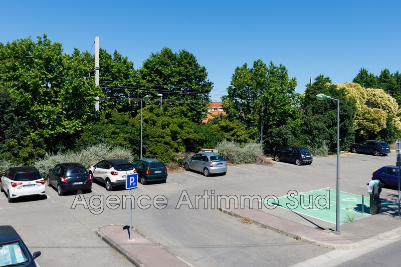 Photo Murs boutique Istres Centre-ville,  Professionnel murs boutique   66m²