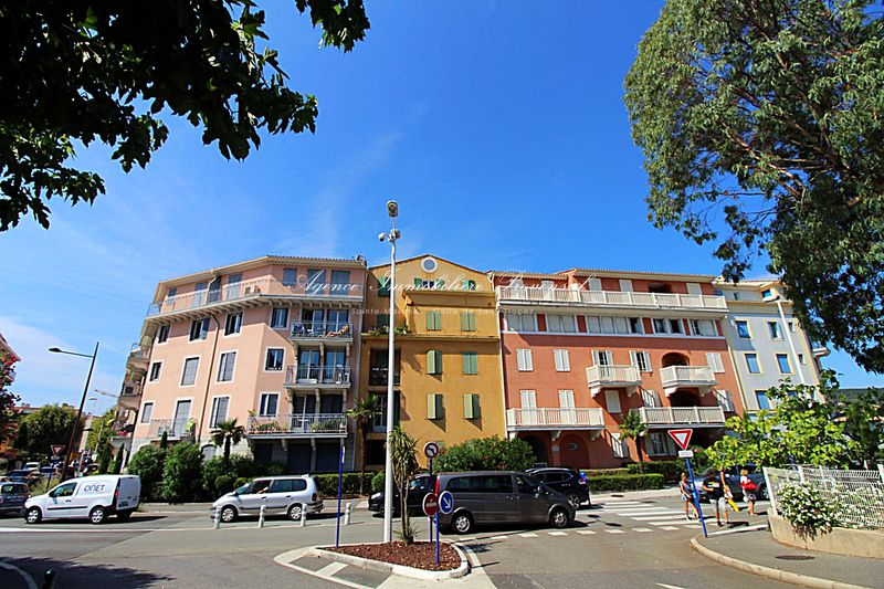 Vente appartement Sainte-Maxime  Appartement Sainte-Maxime Centre-ville,   to buy appartement  4 rooms   89 m²