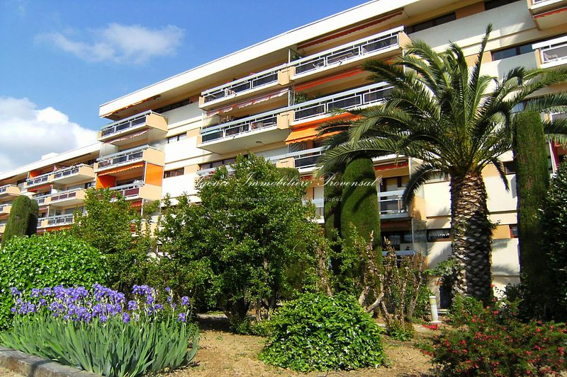 Vente appartement Sainte-Maxime  Apartment Sainte-Maxime Centre-ville,   to buy apartment  4 rooms   83 m²