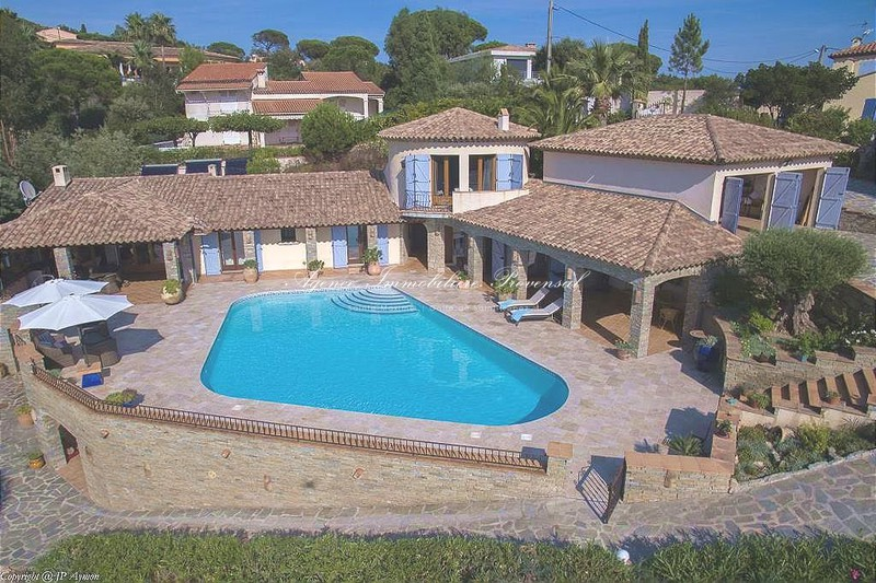 Vente villa vue mer et piscine Sainte-Maxime  Sea view and pool Sainte-Maxime Proche centre ville,   to buy sea view and pool  5 bedroom   200 m²