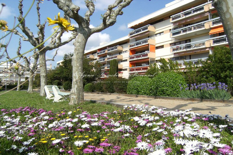 Vente appartement Sainte-Maxime  Apartment Sainte-Maxime Centre-ville,   to buy apartment  2 rooms   43 m²