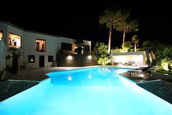 Vente villa Grimaud piscine nuit 4.JPG