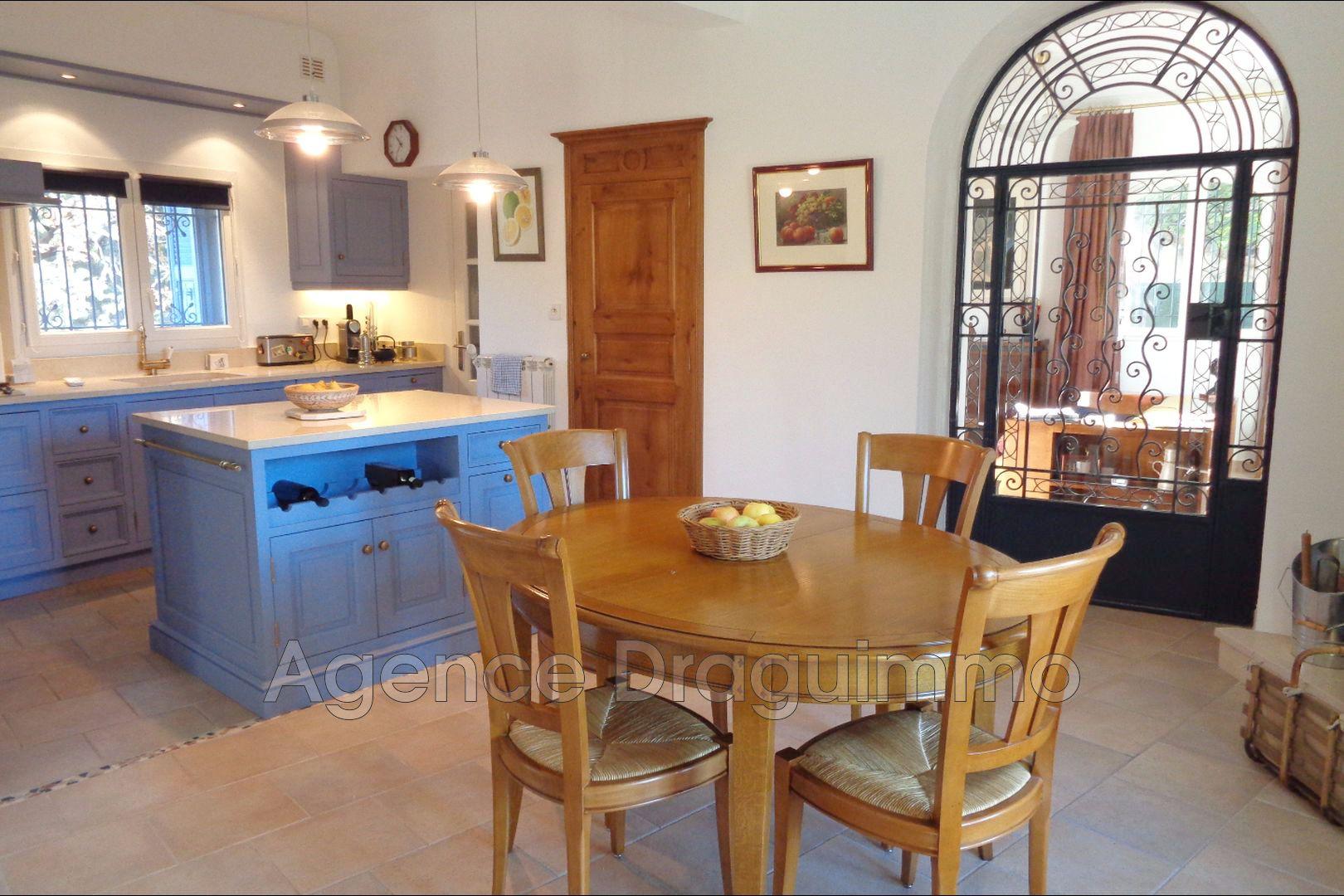 vente maison de ville draguignan 83300 469 000. Black Bedroom Furniture Sets. Home Design Ideas