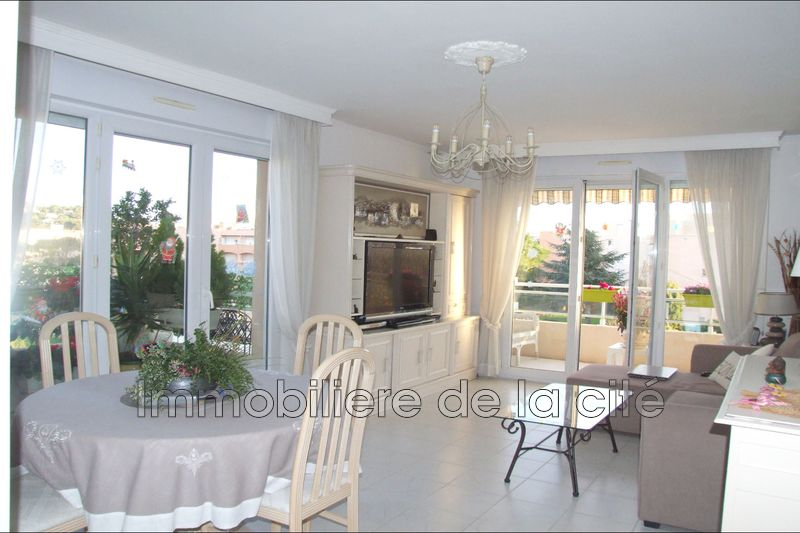 Photo Appartement Sainte-Maxime Centre-ville,   achat appartement  3 pièces   60 m²