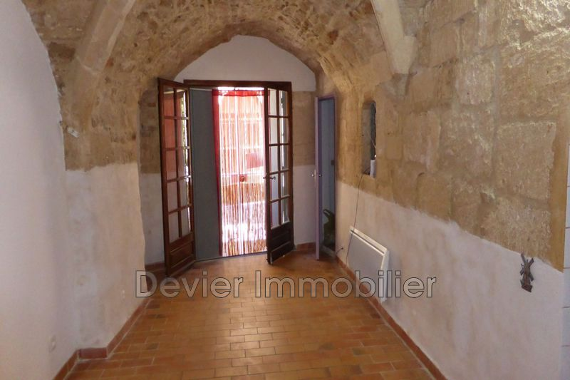 Appartement Castries Centre-ville,  Location appartement  2 pièces   40 m²