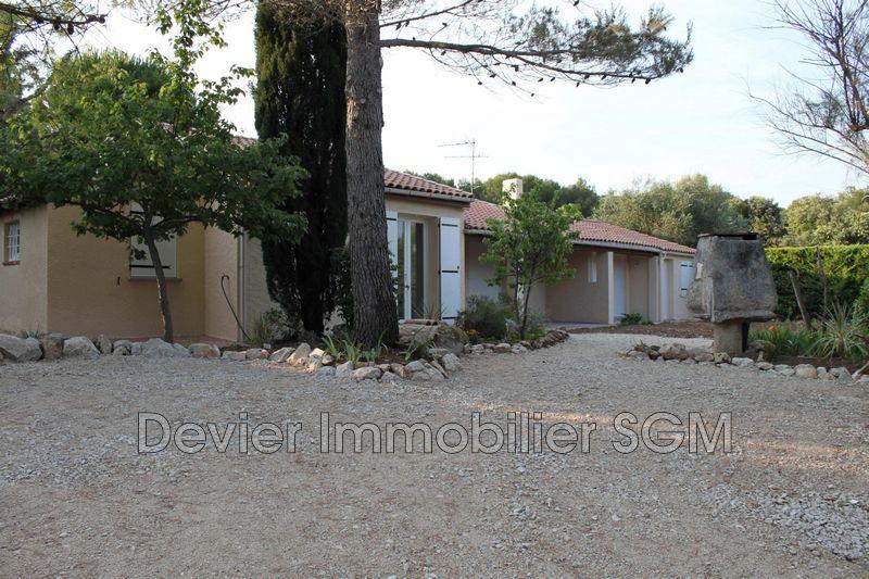 Villa Saint-Geniès-des-Mourgues  Location villa  4 chambres   130m²