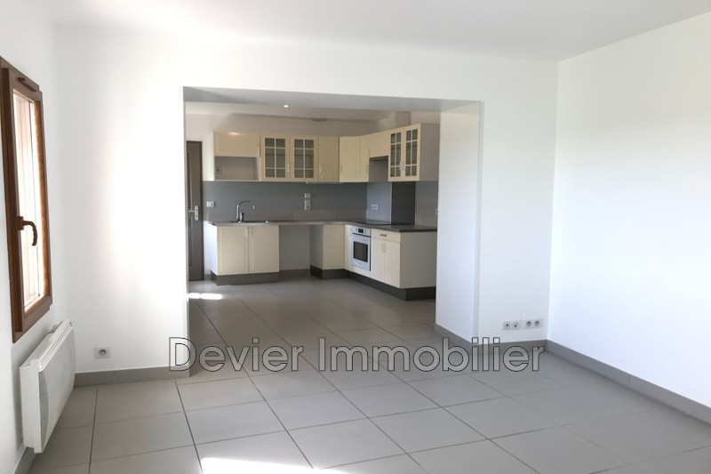 Appartement Saint-Geniès-des-Mourgues Castries,  Location appartement  4 pièces   82 m²