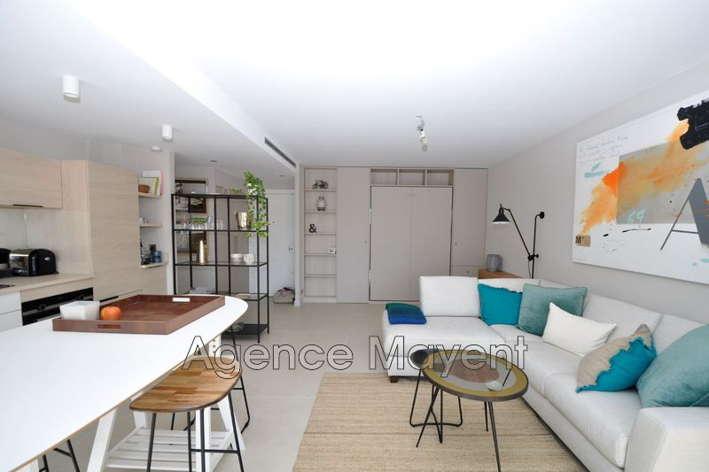 Photo Apartment Cannes Centre-ville,   to buy apartment  2 rooms   47 m²