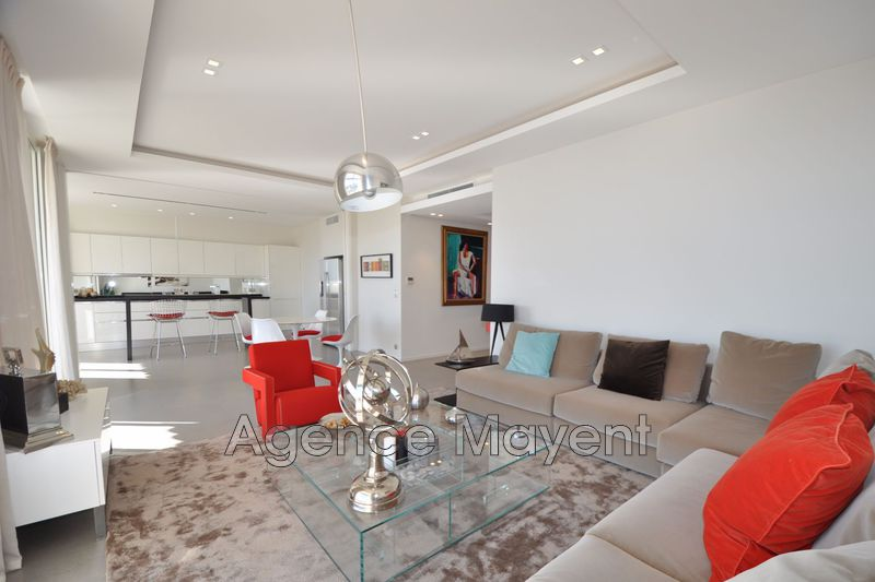 Photo Apartment Cannes Croisette,   to buy apartment  4 rooms   105 m²