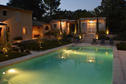 Location saisonnière mas L'Isle-sur-la-Sorgue Vue piscine nuit.JPG