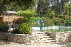 Location saisonnière villa provençale Ménerbes piscine-protection