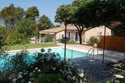 Location saisonnière villa provençale Ménerbes Vue maison et piscine