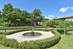 Vente propriété Roussillon Une des fontaines