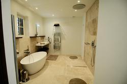 Vente maison en pierre Gordes Salle de bain