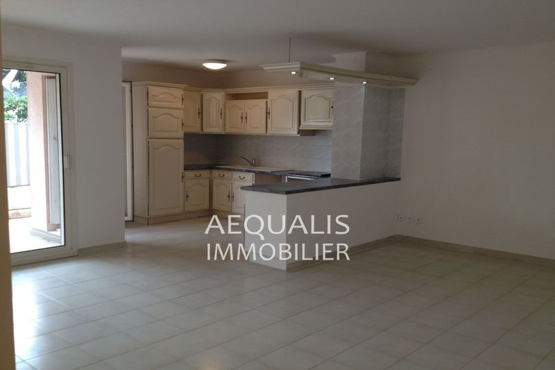 Photo Appartement Saint-Laurent-du-Var Proche tzanck,  Location appartement  3 pièces   62 m²