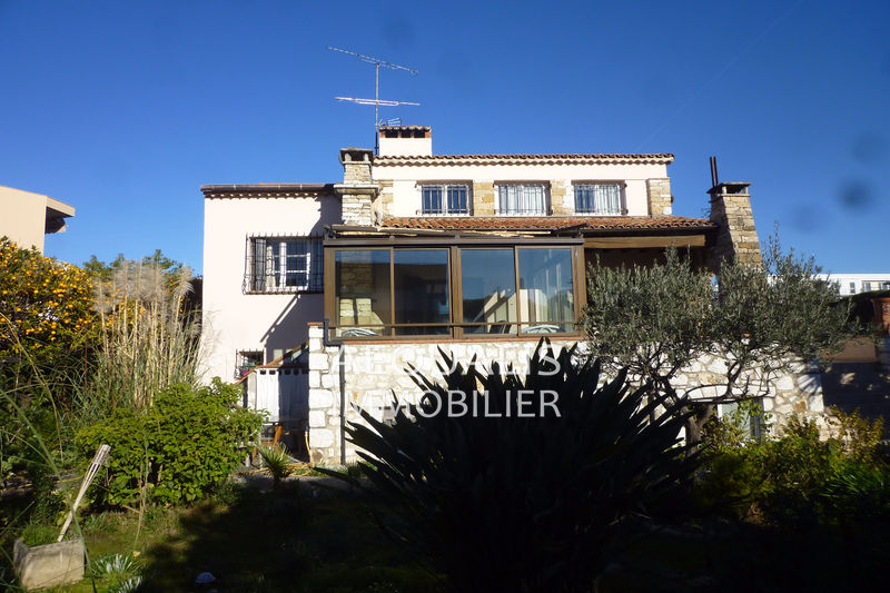 Photo Villa Saint-Laurent-du-Var Centre ville,   to buy villa  5 bedrooms   220 m²