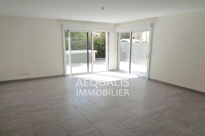 Photo Appartement Saint-Laurent-du-Var Centre-ville,   achat appartement  2 pièces   60 m²