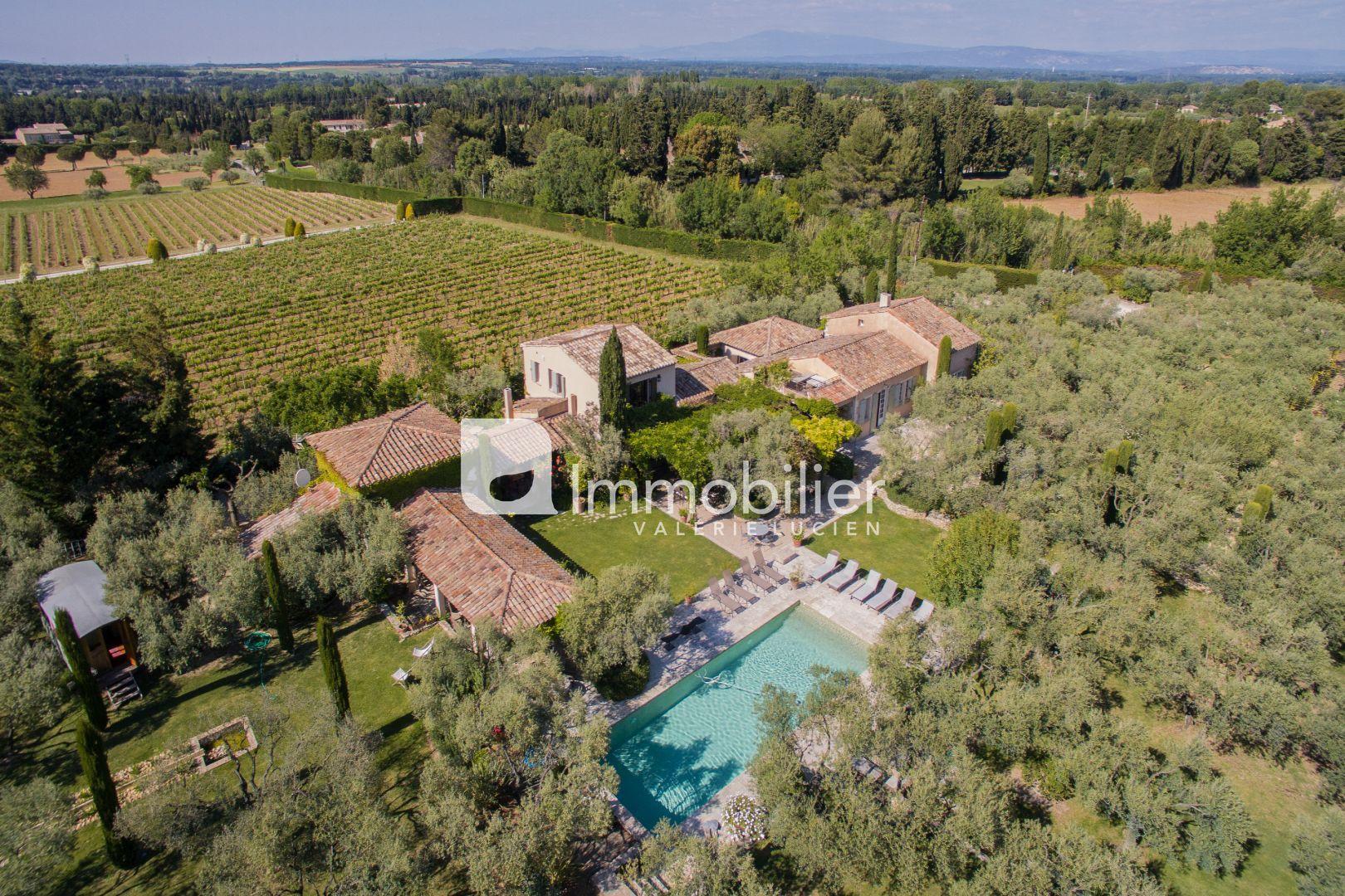 Photo Propriété Saint-Rémy-de-Provence Alpilles,  Location saisonnière propriété  6 chambres   450m²