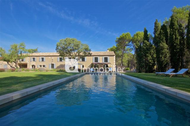 Photo Property Saint-Rémy-de-Provence A 5 mn centre-ville,  Location saisonnière property  6 bedrooms   300m²
