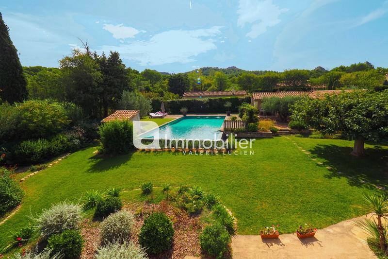 Photo Villa Saint-Rémy-de-Provence  Location saisonnière villa  4 bedrooms   250m²