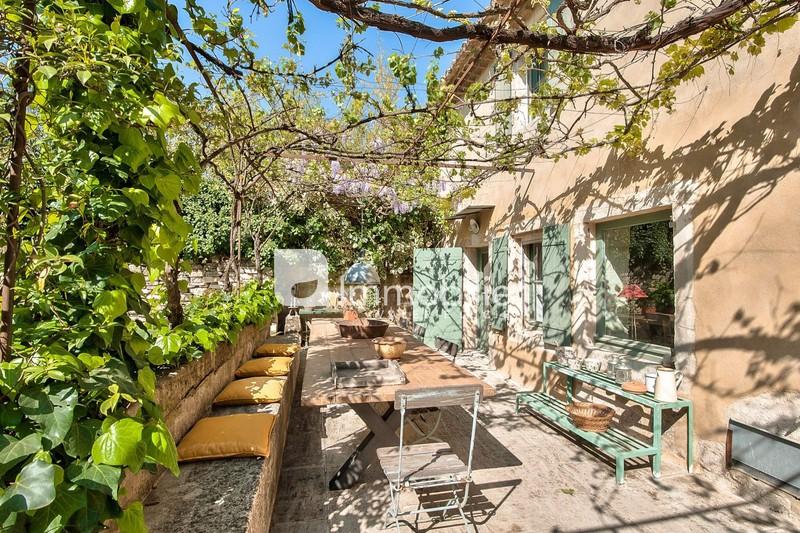 Photo Maison Saint-Rémy-de-Provence  Location saisonnière maison  3 chambres   140m²