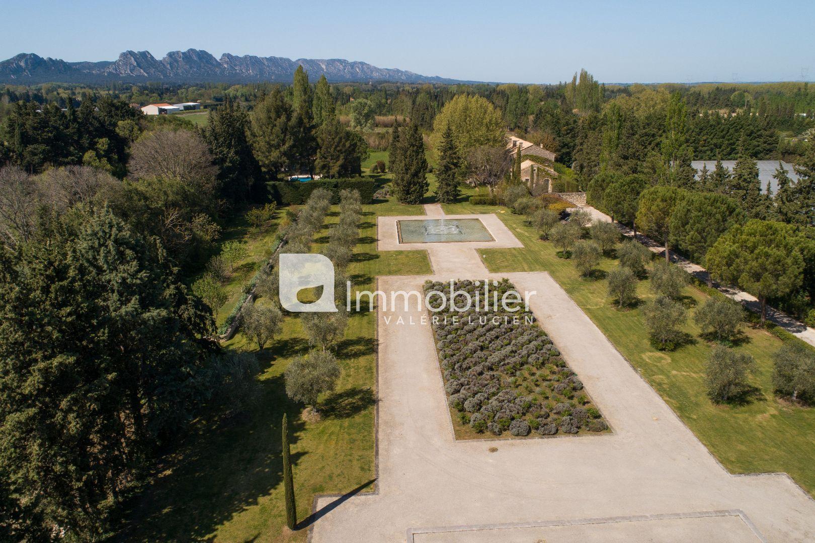 Photo Propriété Eygalières 3 km de la mairie,   achat propriété  6 chambres   500m²