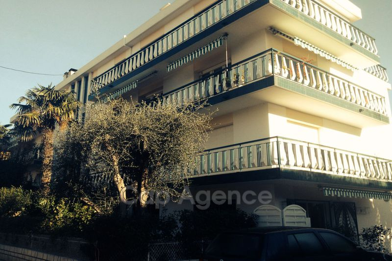 appartement  3 rooms  Antibes Close ti the beaches  86m² -