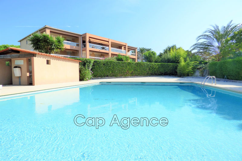 Photo Apartment Juan-les-Pins Bord de mer,   to buy apartment  3 rooms   64 m²