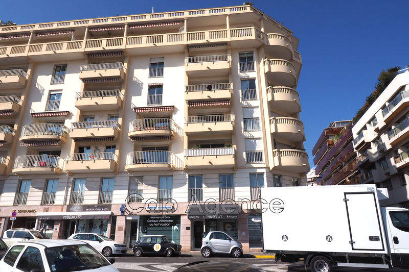 Photo Apartment Antibes Centre ville,   to buy apartment  2 rooms   58 m²