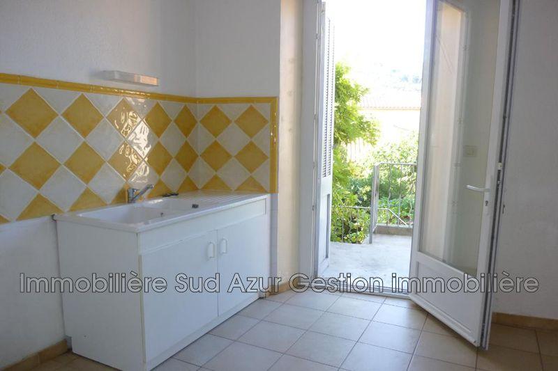 Photo Appartement Solliès-Pont  Location appartement  3 pièces   51m²