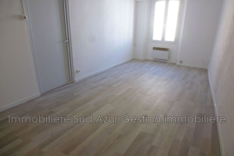 Photo Appartement Solliès-Pont  Location appartement  2 pièces   34 m²