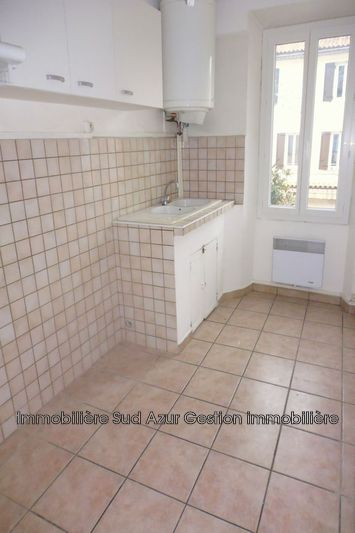 Photo Appartement Solliès-Pont  Location appartement  2 pièces   31 m²