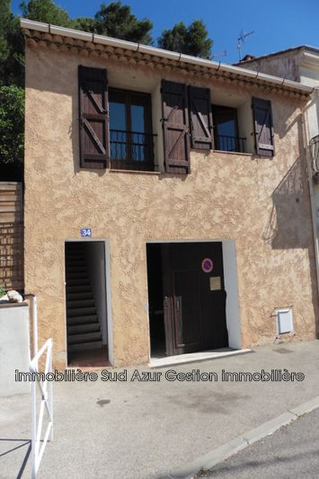 Photo n°1 - Location maison de ville Signes 83870 - 720 €