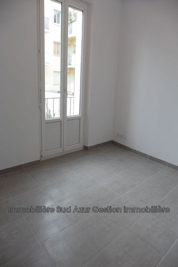 Photo n°3 - Location appartement Hyères 83400 - 672 €