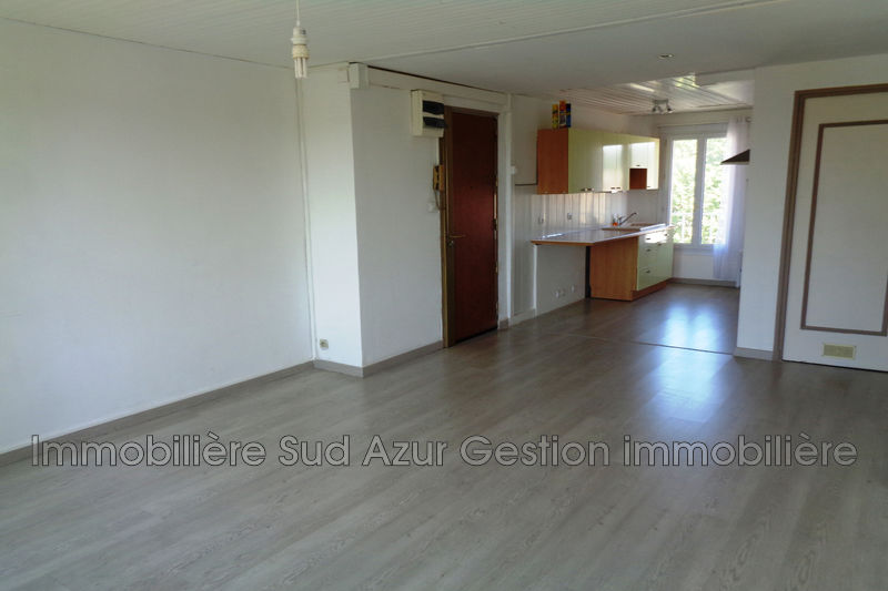 Photo Appartement Solliès-Pont  Location appartement  3 pièces   64 m²