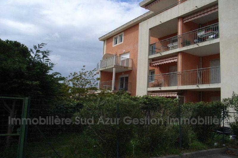 Photo Appartement Sanary-sur-Mer  Location appartement  2 pièces   34m²