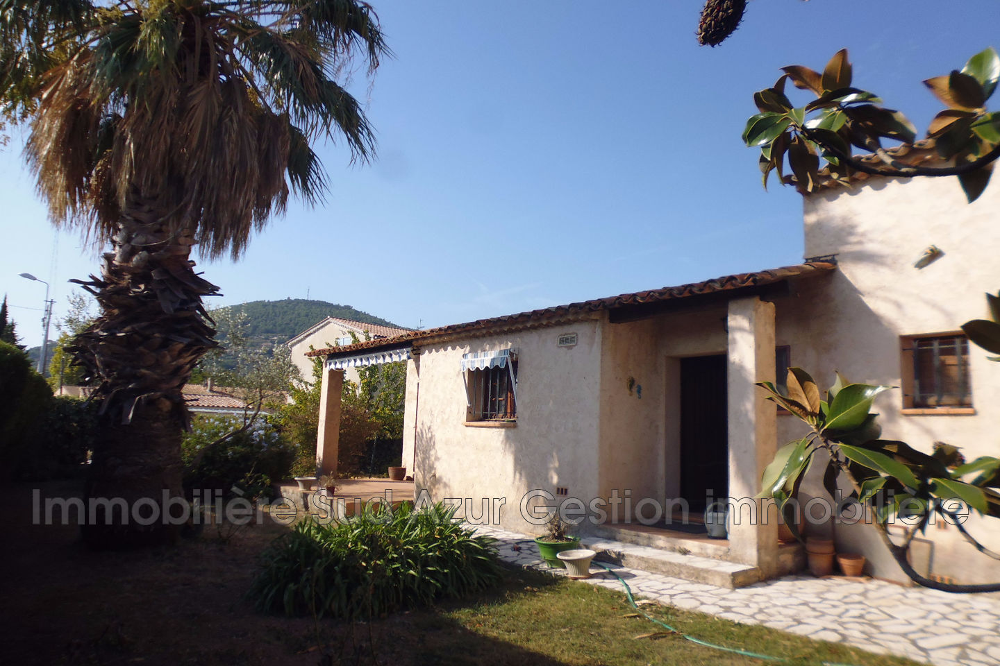 Vente maison villa proven ale solli s pont 83210 395 000 for Location garage sollies pont